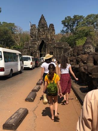angkor thomun güney köprüsü